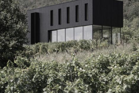 Nachhaltiges Bauen mit Kaldewei Badlösung aus Stahl-Emaille – Familienhaus mit Panoramablick