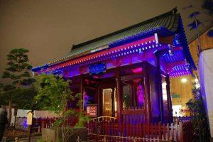 Altehrwürdige Architektur im Glanz modernen Lichts