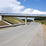 Der erste Abschnitt der neuen B15 ist 21,6 Kilometer lang und führt zwischen Schierling und Neufahrn nun an den Ortschaften vorbei und entlastet diese erheblich.