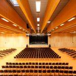 Der als Dreifachturnhalle konzipierte Hauptraum des GROHE-Forums lässt sich auch für vielfältige Bühnenevents nutzen.