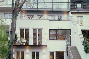 Wohnhaus mit gläsernem Aufsatz