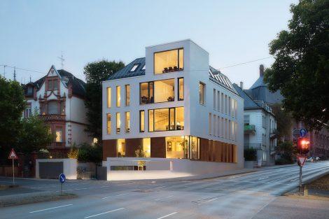 Bürohaus auf der Villeninsel in Wiesbaden