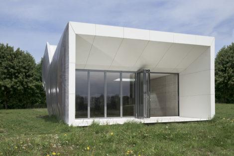 Wormhouse: Einfach anders gedacht mit einer außergewöhnlichen Glasfassade