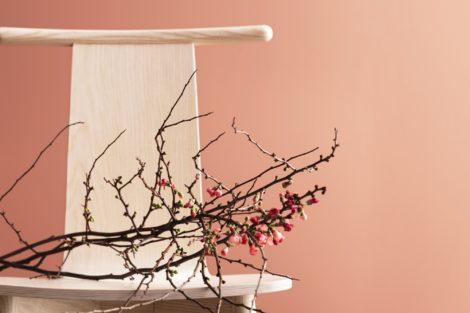 Skandiform launcht neuen skulpturalen Holzstuhl Twig