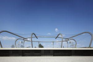 Institut Feuerverzinken: Turnhalle plus X - Bolzplatz auf dem Dach