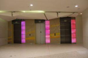 Moderne LED-Licht-Architektur spiegelt die Zukunft wider