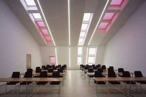 Planen mit Tageslicht: das VELUX Forum, ein modernes Schulungszentrum