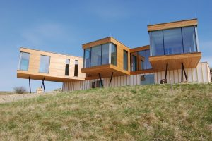 Glasklare Lösung für Einfamilienhaus mit FASCO®-Fassadensystem