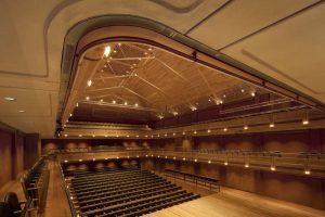 Hervorragende Akustik mit American White Oak: Amerikanisches Laubholz prägt englische Vielzweckhalle