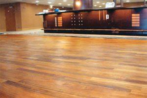 Parkett in Bars, Restaurants und Managementbereichen der Prager Sazka Arena