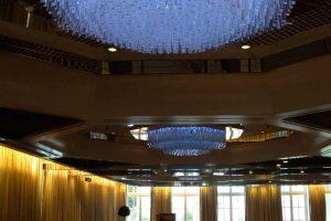 Schön, effizient, modern: sechs innovative LED-Kristall-Leuchter für Hamburger Fünf-Sterne-Hotel