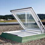 Sicher aufs Dach: Das Ausstiegsfenster Flachdach ermöglicht Handwerkern und Schornsteinfegern ein sicheres Betreten des Flachdachs.