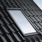 Dank größerer Scheibenfläche verbessert sich beim neuen VELUX Dachfenster der Lichteinfall und in der kalten Jahreszeit können mehr solare Wärmegewinne erzielt werden.
