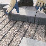 Verlegung: bei der Ausführung bindet der Fachmann das AEG Freiflächen-Heizkabel direkt in die  Profilierung ein. Ein gleichmäßiger Abstand der Heizleiter unter dem Pflasterverbund ist somit gewährleistet.