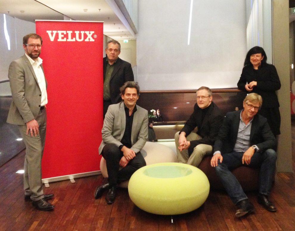 Die Jury des VELUX Architekten-Wettbewerbs 2013 hat fünf Projekte nominiert, die durch ihre kreative Umsetzung der Bauaufgabe und ihre hohe Qualität überzeugen konnten. (v.l.n.r.) Christian Krüger (Leitung Architektur-Planung, VELUX Deutschland GmbH), Cla