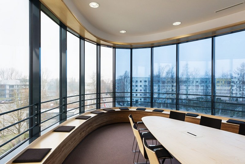 9 bleibt die Aussicht aus dem Konferenzsaal frei.