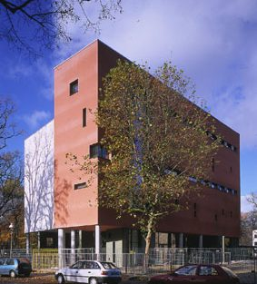 Doppelsporthalle and der Karlsgartenschule