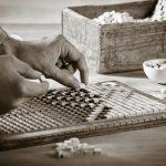 """Beim """"handgerasterten Mosaik"""" werden Fliesen in einem modularen Raster zusammengestellt. Es entstehen Mosaike mit einer hochwertigen optischen Wirkung, die immer den Charme der Handarbeit besitzen."""