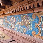 Referenz Forum Alte Post in Pirmasens: Restauration des historischen Dachfrieses, den Villeroy & Boch 1893 aus handgeschlagenem Mosaiksteinen gefertigt hatte. Anhand der erhaltenen Originalvorlagen und verfügbaren Rezepturen der Originalfarben erfolgte ei