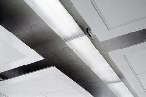 Wohlklang nach Wallace C. Sabine - Deckensegel sorgen für verbesserte Akustik im Raum
