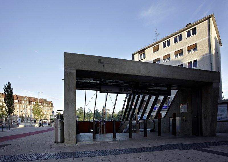 """Die U-Bahnstation """"Friedrich-Ebert-Platz"""" ist in Nürnberg eine wichtige und stark frequentierte Verkehrsanbindung. In den sechs Treppenanlagen, die zu den Gleisen führen, gewährleisten vollautomatische AEG Freiflächenheizsysteme im Winter die Sicherheit f"""