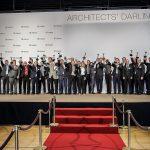 """Architektur, (1. und 2. v. l.) nahmen den """"Architects' Darling® Award"""" für Velux entgegen."""