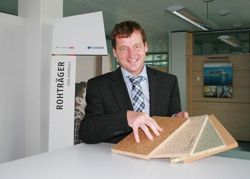 Produktmanager Claus Seemann bestätigt, dass Pfleiderer mit LivingBoard schon jetzt eine Platte bietet, die den neuen QDF-Richtlinien entspricht.