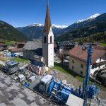 Das Sporthotel vor alpenländischer Kulisse nützt Geothermie für den Komfort der Gäste.
