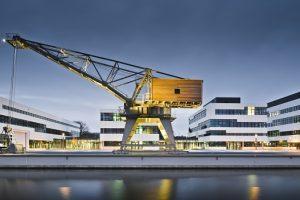 In Kleve wurde die neue Hochschule Rhein-Waal, geplant von den Hamburger Architekten nps tchoban voss, bereits im Jahr 2009 auf dem in Kleve eröffnet. 19 Gebäude, in denen rund 3000 junge Menschen studieren, befinden sich auf dem sechs Hektar großen Campu