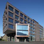 Die unkonventionelle Keramikfassade passt zum innovativen Konzept des Campus Dornbirn, bei dem die angesiedelten Unternehmen ganz unabhängig agieren oder auf Wunsch gemeinsame Infrastrukturen, Austauschforen und Synergiepotenziale nutzen können.