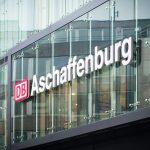 Im Zuge der Modernisierung des Bahnhofs Aschaffenburg wurde 2012 ein erweiterter Fußgängertunnel eröffnet. Er verbindet den Empfangsbereich des Bahnhofs mit dem Stadtteil Damm.
