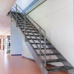 Der Linoleumbelag erhält nach der Sanierung ein gleichmäßiges Erscheinungsbild und ist nun für die besonderen Beanspruchungen in Gängen, Fluren und Büroräumen bestens gewappnet.