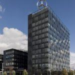 Die Mercedes-Benz Vertriebszentrale ist Teil des neuen urbanen Stadtviertels, das bis 2016 auf den Flächen des ausrangierten Ost-Güterbahnhofs entstehen soll. Das Turmgebäude verfügt über insgesamt 13 Geschosse.