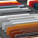 In der Architektur sind vielfältige Gestaltungsmöglichkeiten gefragt. Die Roma-Farbkollektion stellt hierfür Rollladen und Raffstore in drei Oberflächenstrukturen von verschiedenen Herstellern und 349 Tönen zur Auswahl. Mit den noch feiner nuancierten Sys
