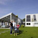Christian und Irina Oldendorf haben das Velux LichtAktiv Haus gemeinsam mit ihren beiden Söhnen Lasse und Finn zweieinhalb Jahre lang auf die Probe gestellt. Sie fühlen sich so wohl, dass sie das Haus kaufen und dort wohnen bleiben möchten.