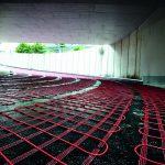 Freiflächenheizungen von AEG Haustechnik halten  die steilen Auf- und Abfahren frei von Eis und Schnee und sparen Energie und Geld. Die Länge der Rampenheizung im Business Center Schwabach beträgt 28 Meter, die Tiefgaragen-Zufahrt ist 5 Meter breit.