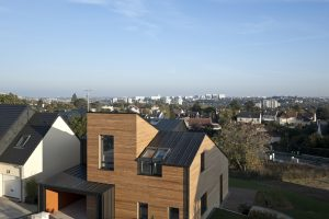 Das Velux Maison Air et Lumière ist der französische Beitrag zum europaweiten Velux Model Home 2020 Experiment, in dessen Rahmen das Unternehmen auf der Suche nach dem Bauen und Wohnen der Zukunft sechs Konzepthäuser umsetzt. Dabei steht die Wohn- und Leb