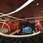 Der Zuschauersaal nach dem Umbau: Die Theaterbesucher erleben heute den er-folgreich umgesetzten Dreiklang aus ansprechender Optik, guter Akustik und raffi-nierter Lichttechnik.