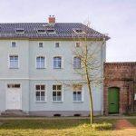An das ursprüngliche Aussehen angelehnte Architektur, hinter der sich aber eine energetische Modernisierung zum Energie Plushaus im Bestand verbirgt: Der Altbau von 1881 produziert heute mehr Endenergie als er selbst verbraucht.