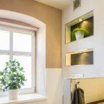 Der Trockenbau bot hier die elegante Möglichkeit, ebenso dekorative wie nützliche Nischen in die Wand zu integrieren.
