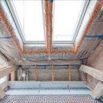 Das Dach wurde mit insgesamt 29 cm Mineralwolle mit ECOSE® Technology von Knauf Insulation gedämmt und anschließend die Luftdichtheit mit dem Luftdicht-Dämmsystem LDS hergestellt.