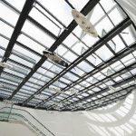 """Die für das Passivhaus zertifizierte Glasdachkonstruktion LAMILUX CI-System Glasarchitektur PR60energysave ist mit dem """"German Design Award"""" in der Katego-rie """"Building and Design"""" ausgezeichnet worden. Das Glasdach leistet als integraler Bestandteil von"""