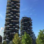 """Preisträger des """"International Highrise Award 2014"""": Bosco Verticale in Mailand. 10.000 Quadratmeter Sonnenschutzglas von AGC Interpane sorgen  für eine optimale Energiebilanz."""