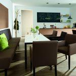 Durch seine besondere Produktausstattung ist skai® Pandoria Plus ideal für stark beanspruchte Objektbereiche wie zum Beispiel Cafeterien oder Schnellrestaurants.