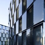 Beim Bonneshof-Office-Center kamen verschiedene Fassadenvarianten als Sonderkonstruktion auf Basis des Schüco Aluminiumsystems AWS 75 BS.HI in Kombination mit maßgefertigter, bauwerkintegrierter Photovoltaik zum Einsatz.