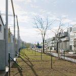 Freiraum zwischen Reihenhaussiedlung und Geschosswohnbauten