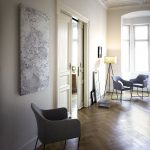 Maisonette-Wohnungen wie hier in einer Privatwohnung in Nürnberg-Fürth hebt die AEG Natursteinheizung Volakas die Innenraumgestaltung hervor und setzt farblich ansprechende Akzente in Einklang mit dem Mobiliar.
