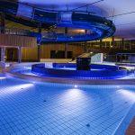 Ein stimmungsvolles Ambiente vermitteln harmonisch komponierte Farben und Formen im Freizeitbereich des Bades.