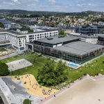 Das Sport- und Familienbad Aquarama im norwegischen Kristiansand liegt direkt am Strand.