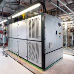 Insgesamt wurden zwei Blockheizkraftwerke Vitobloc 200 von Viessmann aufgestellt, bei einem Stromausfall gewährleisten sie den Produktionsbetrieb.